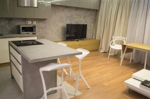 kuchnia z elementami betonu